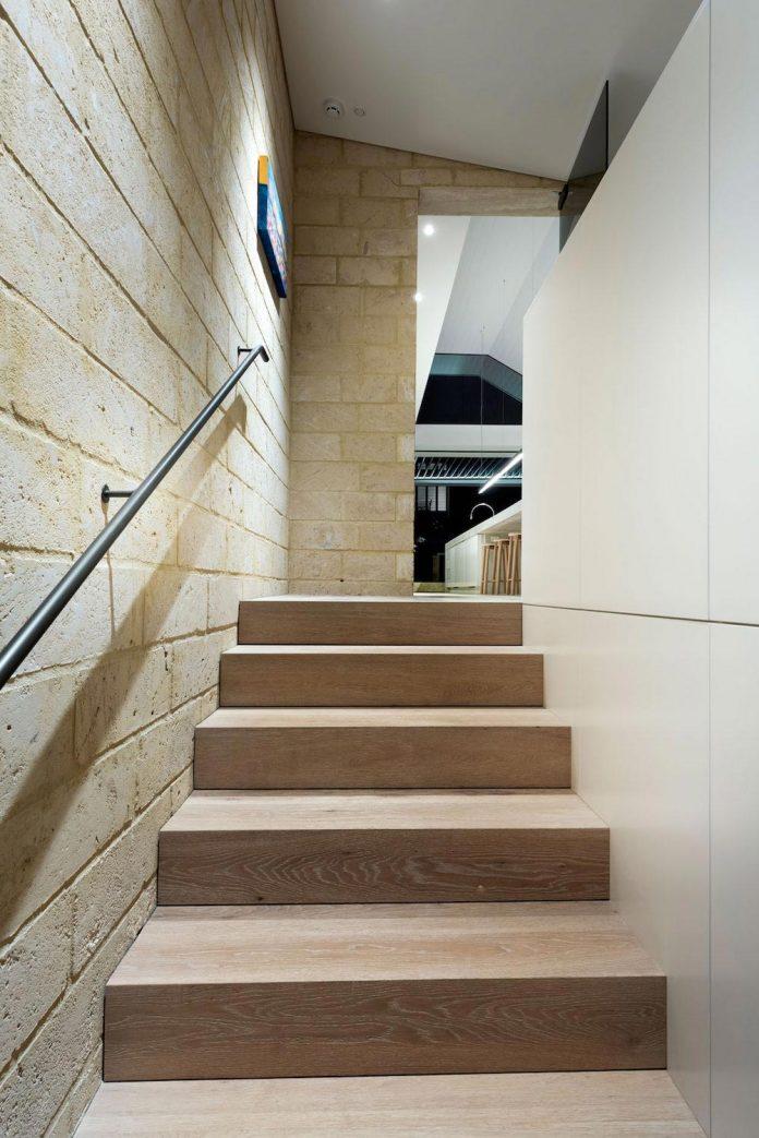 minimalistic-bronze-metalwork-exterior-chamberlain-street-residence-weststyle-design-development-30
