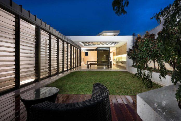 minimalistic-bronze-metalwork-exterior-chamberlain-street-residence-weststyle-design-development-40