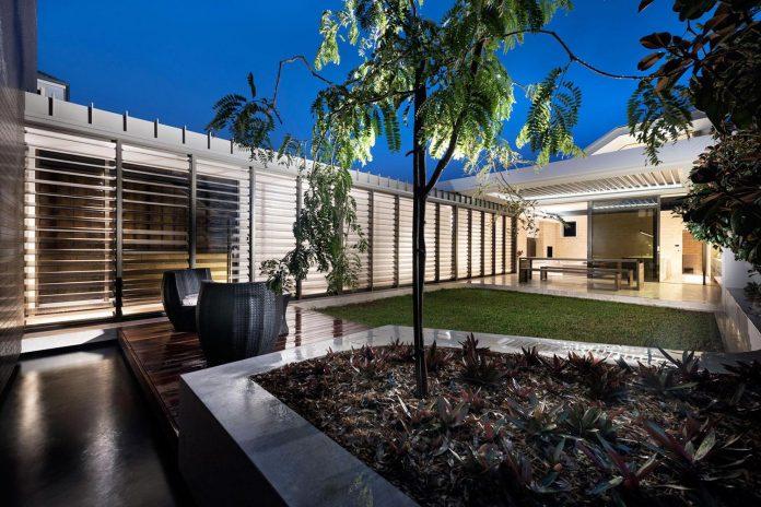 minimalistic-bronze-metalwork-exterior-chamberlain-street-residence-weststyle-design-development-41