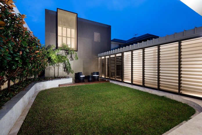 minimalistic-bronze-metalwork-exterior-chamberlain-street-residence-weststyle-design-development-42