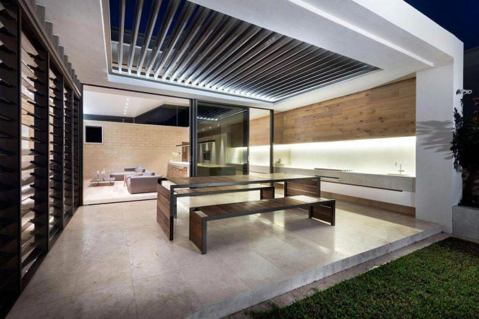 minimalistic-bronze-metalwork-exterior-chamberlain-street-residence-weststyle-design-development-44
