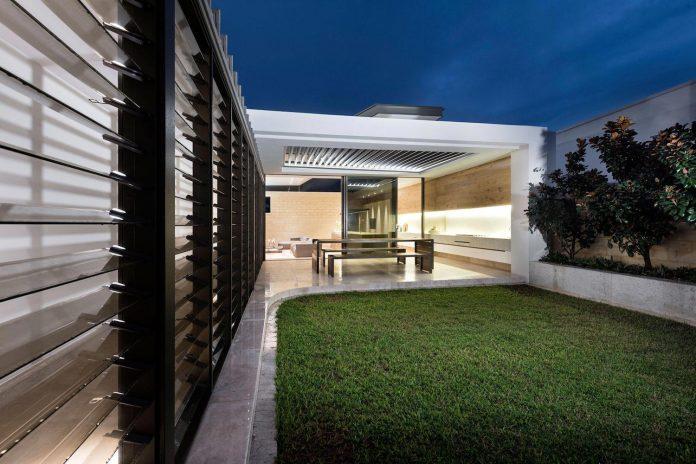minimalistic-bronze-metalwork-exterior-chamberlain-street-residence-weststyle-design-development-45