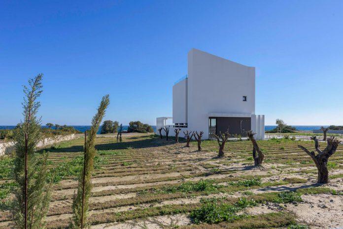 modern-albatross-villa-greek-island-rhodos-andreas-chadzis-myrto-kampaloni-05