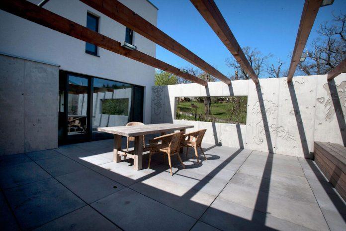 modern-concrete-villa-inga-designed-architekti-sebo-lichy-07