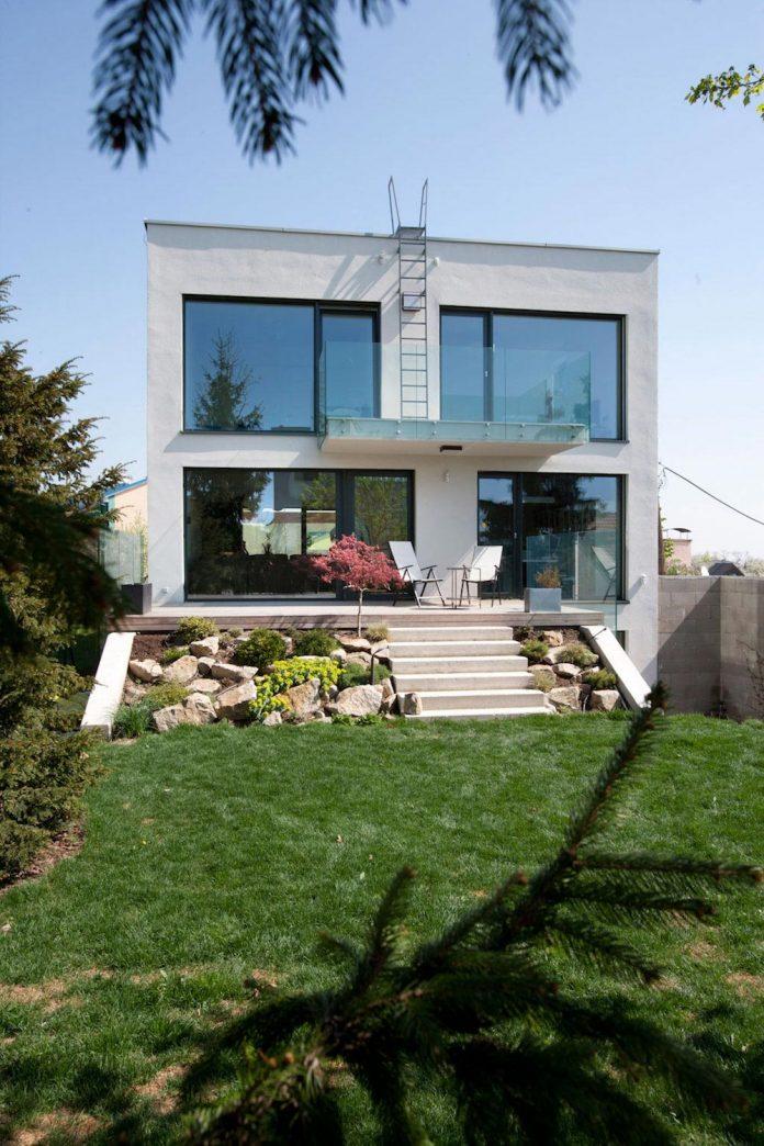 modern-concrete-villa-inga-designed-architekti-sebo-lichy-11