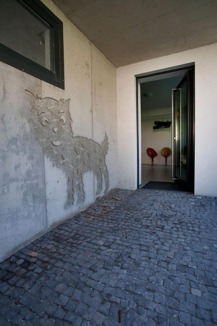 modern-concrete-villa-inga-designed-architekti-sebo-lichy-12