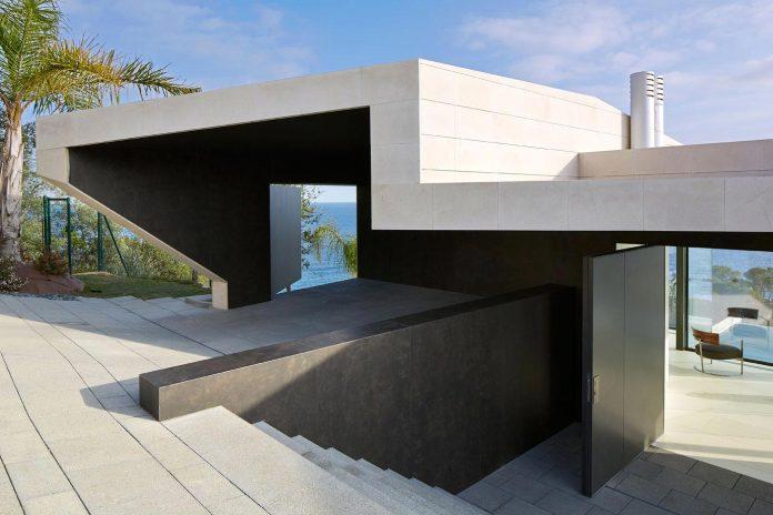 modern-mediterranean-vivienda-en-el-emporda-sea-front-villa-anna-podio-arquitectura-02