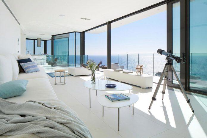 modern-mediterranean-vivienda-en-el-emporda-sea-front-villa-anna-podio-arquitectura-03