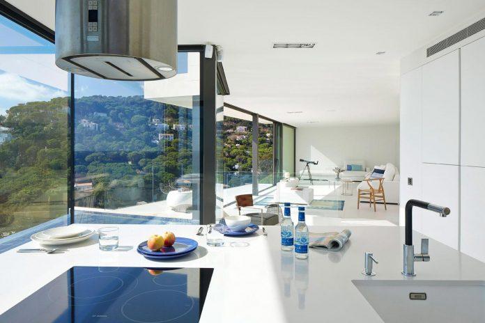 modern-mediterranean-vivienda-en-el-emporda-sea-front-villa-anna-podio-arquitectura-04