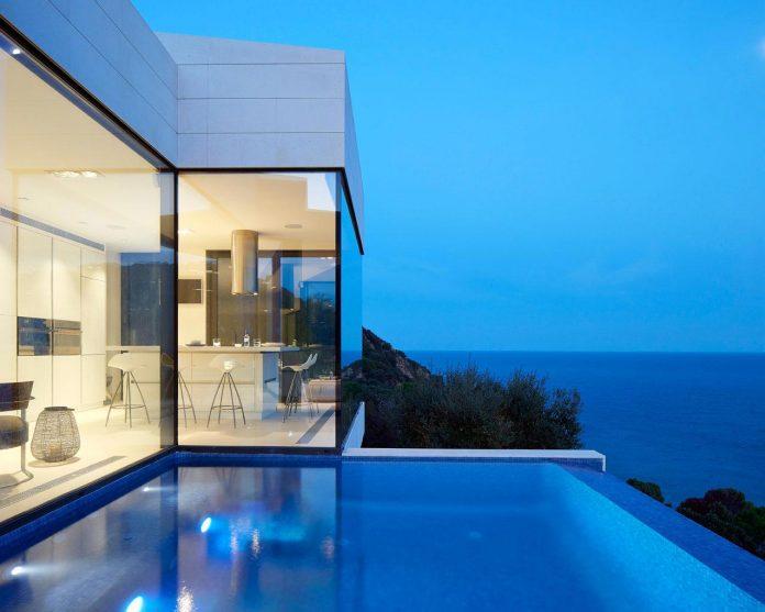 modern-mediterranean-vivienda-en-el-emporda-sea-front-villa-anna-podio-arquitectura-11