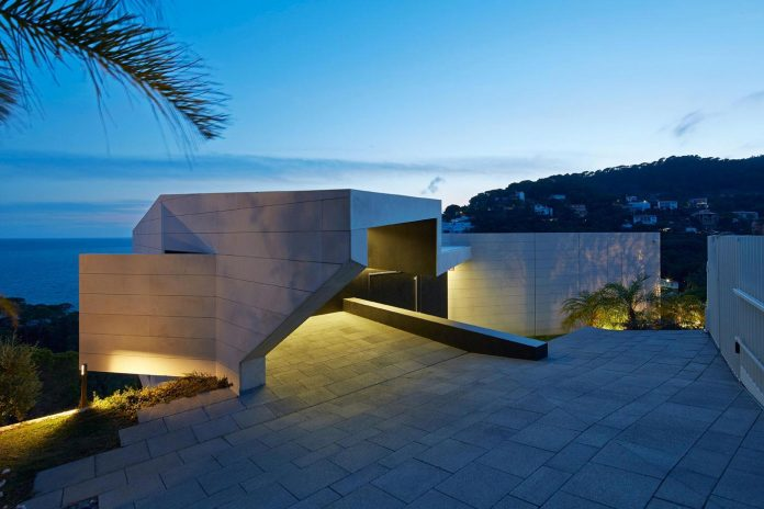 modern-mediterranean-vivienda-en-el-emporda-sea-front-villa-anna-podio-arquitectura-12