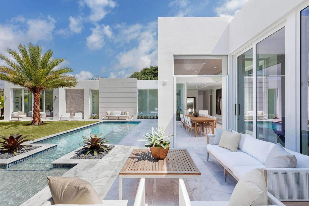 Modern single family house located in Delray Beach ...