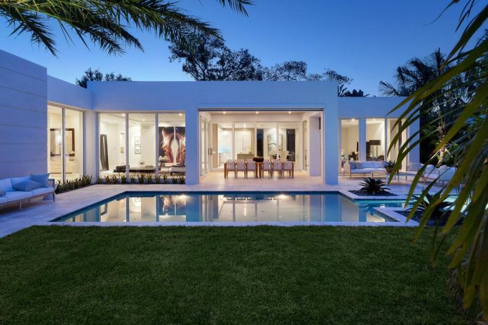 Modern Single Family House Located In Delray Beach
