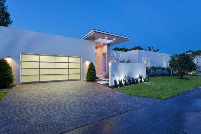 modern-single-family-house-located-delray-beach-florida-designed-ibi-designs-14