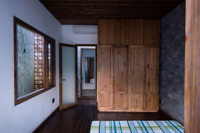 monastery-zen-house-made-natural-rustic-material-palette-unrefined-brick-bare-wood-unpainted-cemboard-ferrous-iron-18