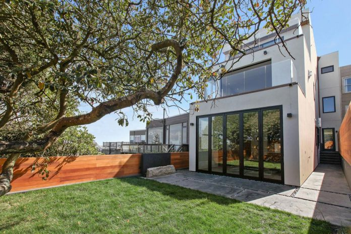 noe-valley-sleek-modern-home-san-francisco-skyline-views-favreau-design-01