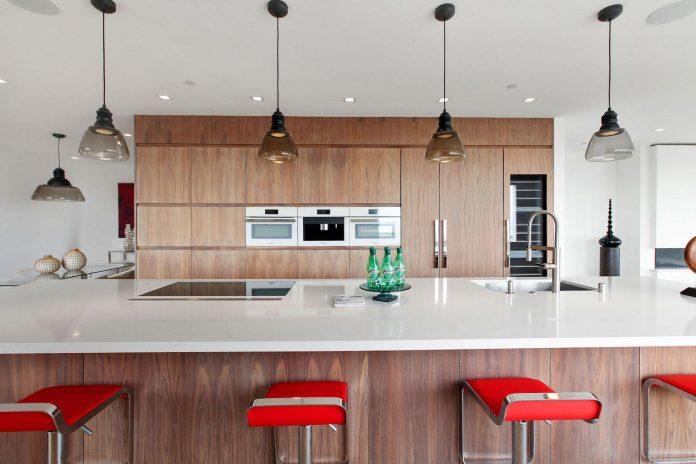 noe-valley-sleek-modern-home-san-francisco-skyline-views-favreau-design-07