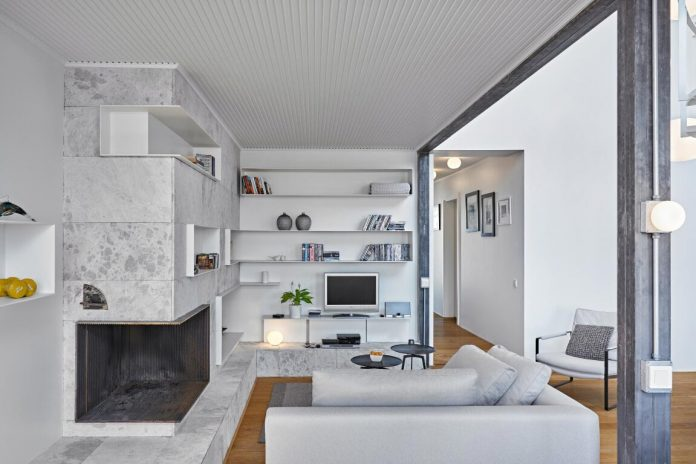 ofist-design-white-house-penthouse-set-top-floor-extension-century-year-old-historical-building-istanbul-turkey-04