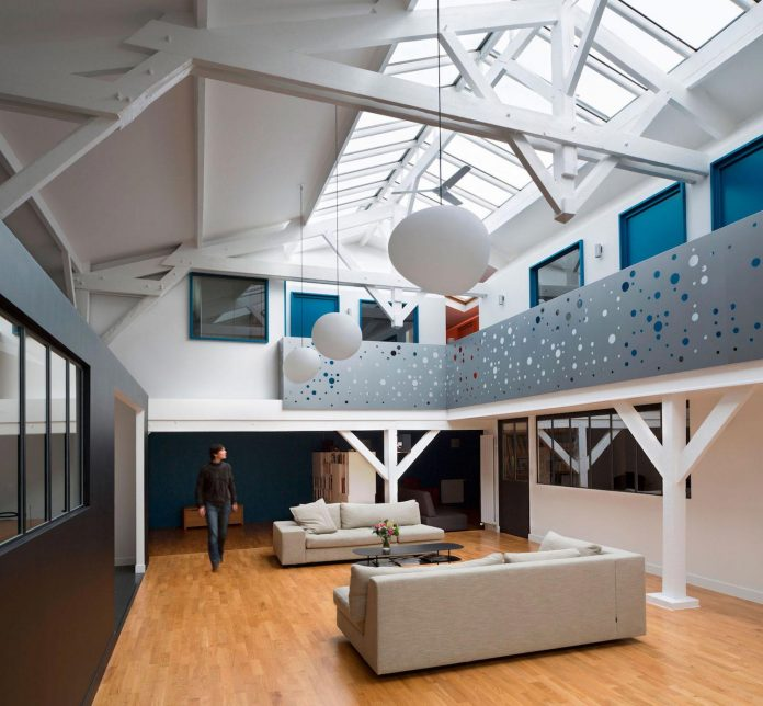 old-carpentry-turned-chic-contemporary-loft-paris-agnes-et-agnes-01