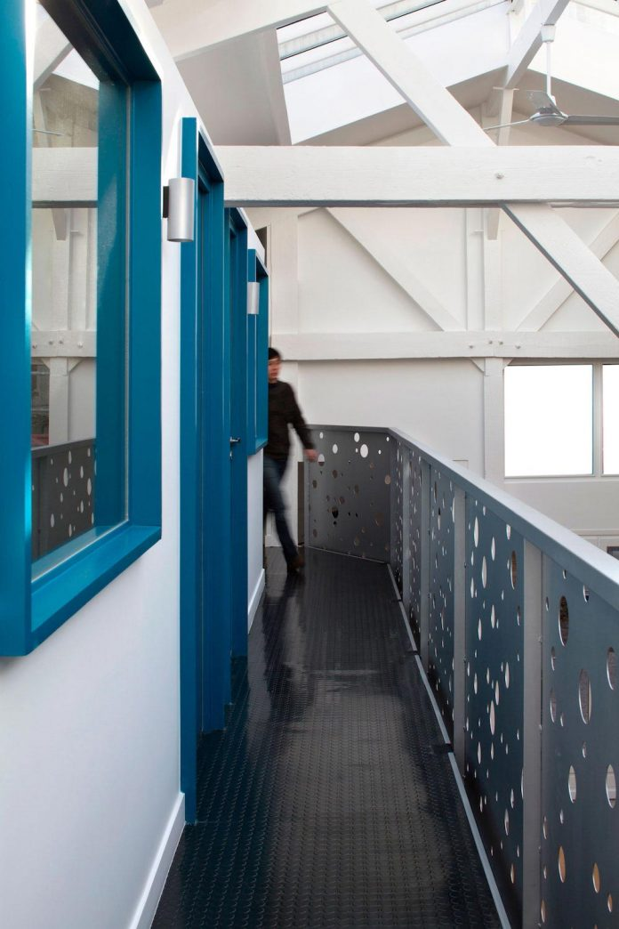 old-carpentry-turned-chic-contemporary-loft-paris-agnes-et-agnes-10