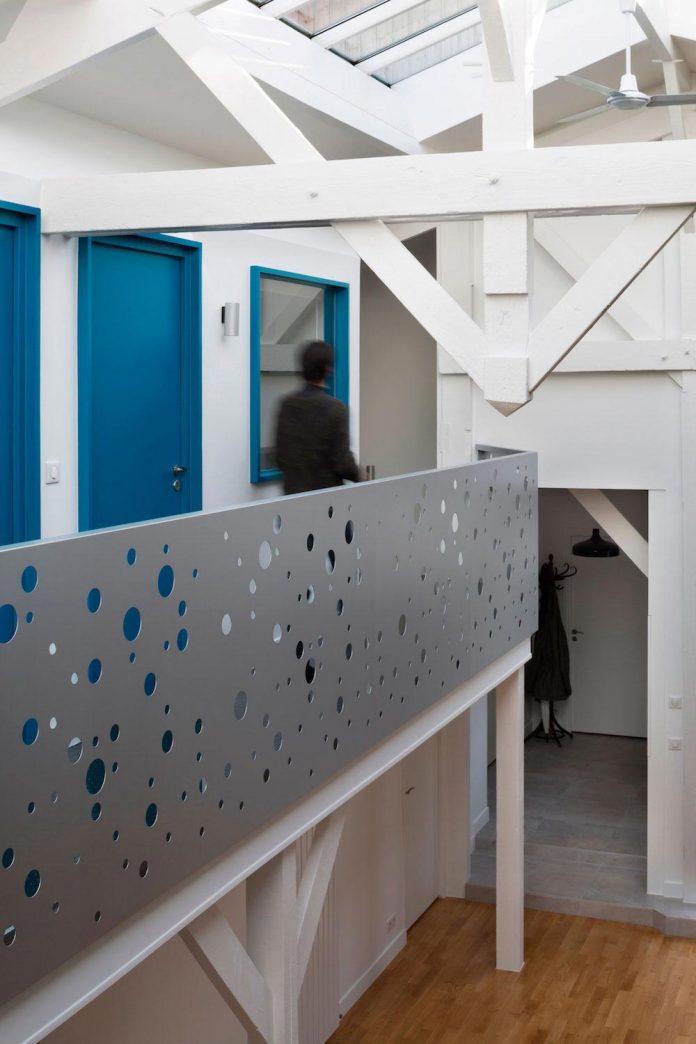 old-carpentry-turned-chic-contemporary-loft-paris-agnes-et-agnes-12