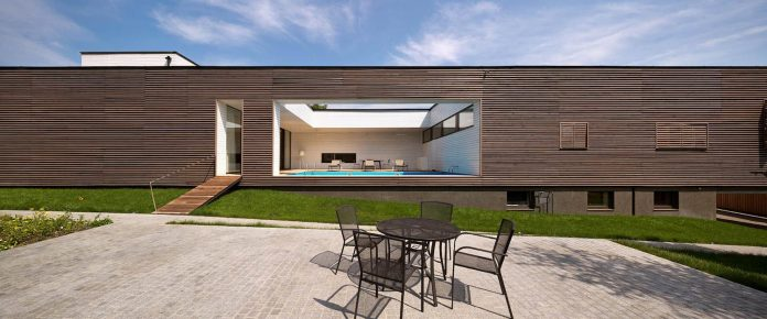 oleg-drozdov-design-ark-residence-providing-member-family-autonomous-spaces-01