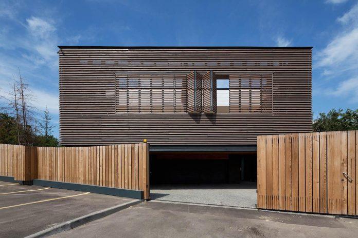 oleg-drozdov-design-ark-residence-providing-member-family-autonomous-spaces-03
