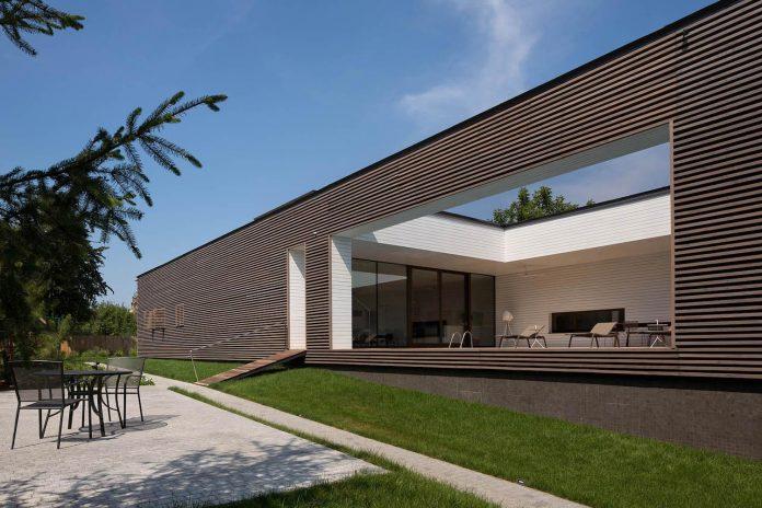 oleg-drozdov-design-ark-residence-providing-member-family-autonomous-spaces-04