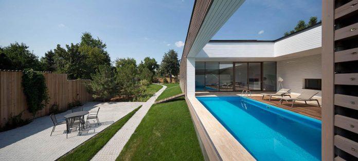 oleg-drozdov-design-ark-residence-providing-member-family-autonomous-spaces-05