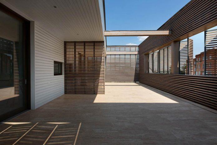 oleg-drozdov-design-ark-residence-providing-member-family-autonomous-spaces-12