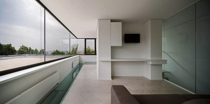 oleg-drozdov-design-ark-residence-providing-member-family-autonomous-spaces-13