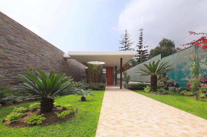 one-story-l-shaped-casa-lineal-lima-peru-designed-metropolis-oficina-de-arquitectura-01