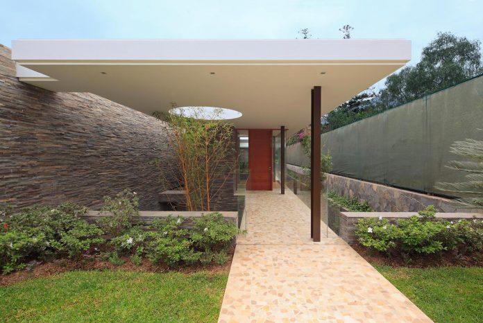 one-story-l-shaped-casa-lineal-lima-peru-designed-metropolis-oficina-de-arquitectura-03