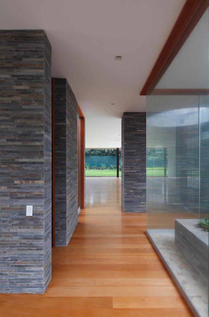 one-story-l-shaped-casa-lineal-lima-peru-designed-metropolis-oficina-de-arquitectura-04