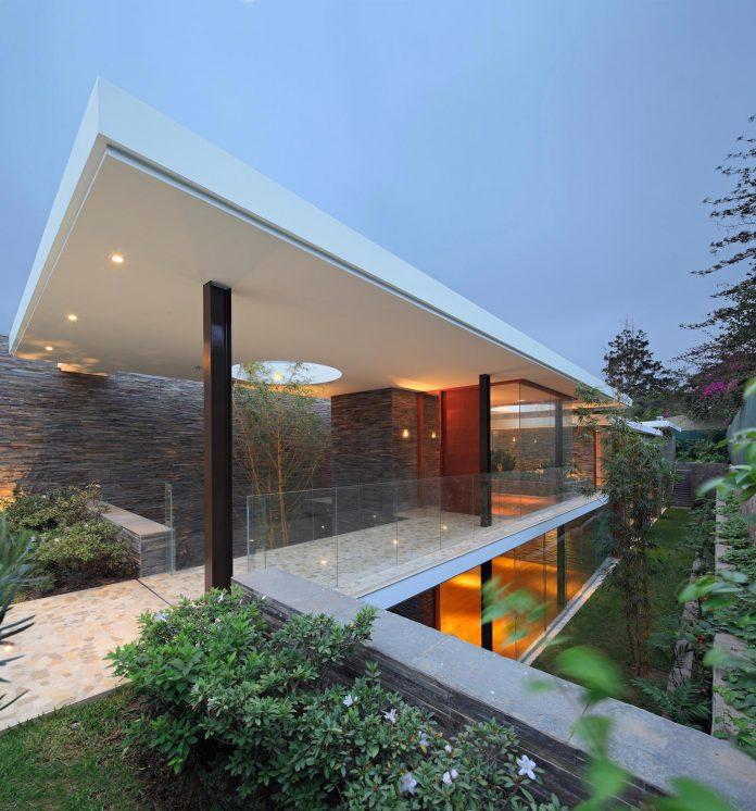 one-story-l-shaped-casa-lineal-lima-peru-designed-metropolis-oficina-de-arquitectura-06
