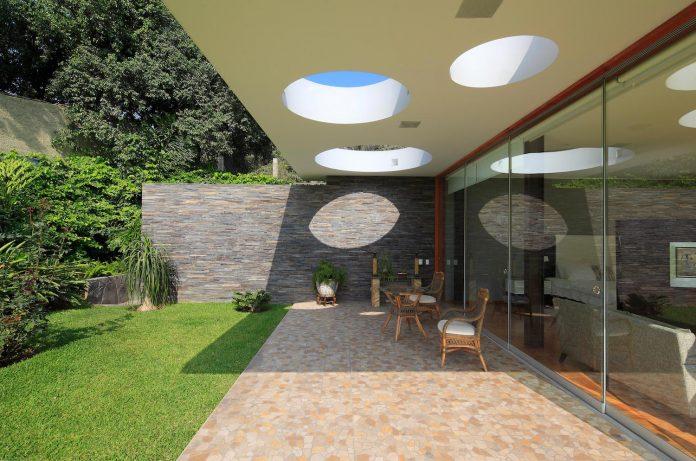 one-story-l-shaped-casa-lineal-lima-peru-designed-metropolis-oficina-de-arquitectura-07