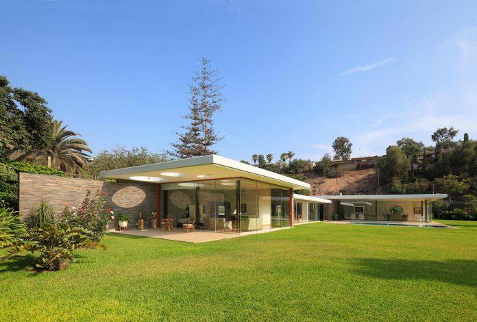 one-story-l-shaped-casa-lineal-lima-peru-designed-metropolis-oficina-de-arquitectura-08