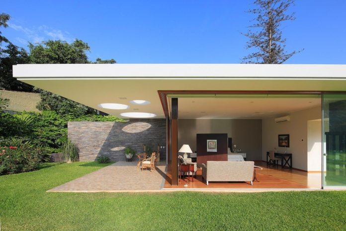 one-story-l-shaped-casa-lineal-lima-peru-designed-metropolis-oficina-de-arquitectura-12