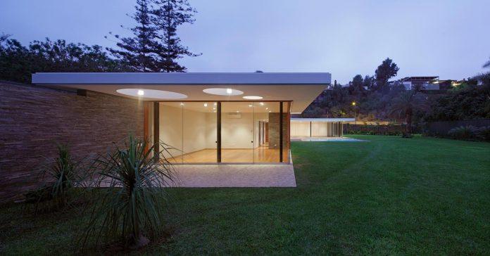 one-story-l-shaped-casa-lineal-lima-peru-designed-metropolis-oficina-de-arquitectura-15