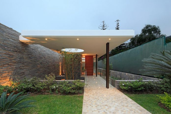 one-story-l-shaped-casa-lineal-lima-peru-designed-metropolis-oficina-de-arquitectura-18