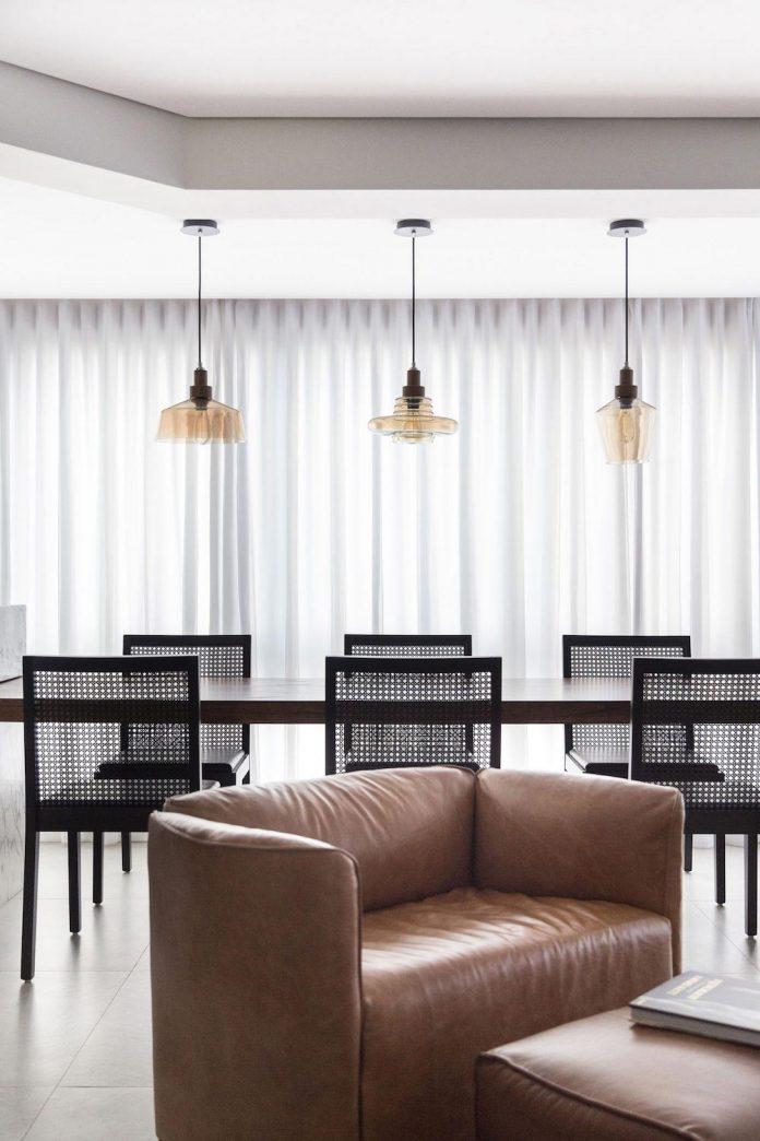plaza-minimalist-apartment-designed-ambidestro-porto-alegre-brazil-06