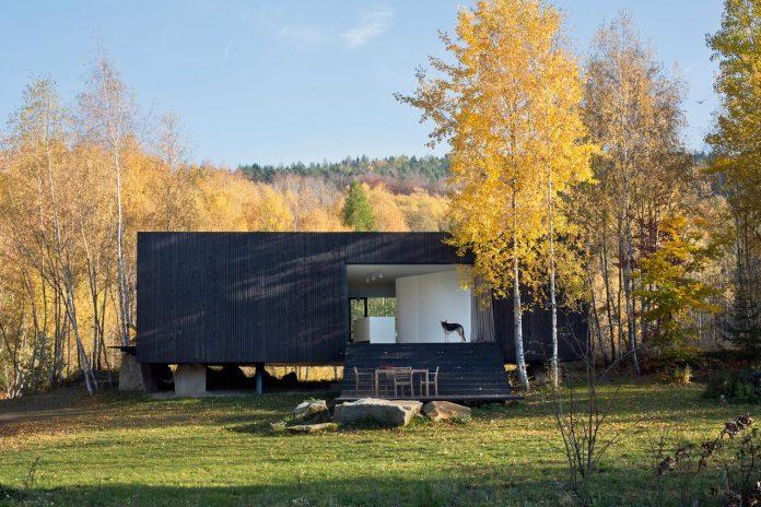 prototype-family-house-built-former-granite-quarry-posazavi-czech-republic-a69-architekti-04