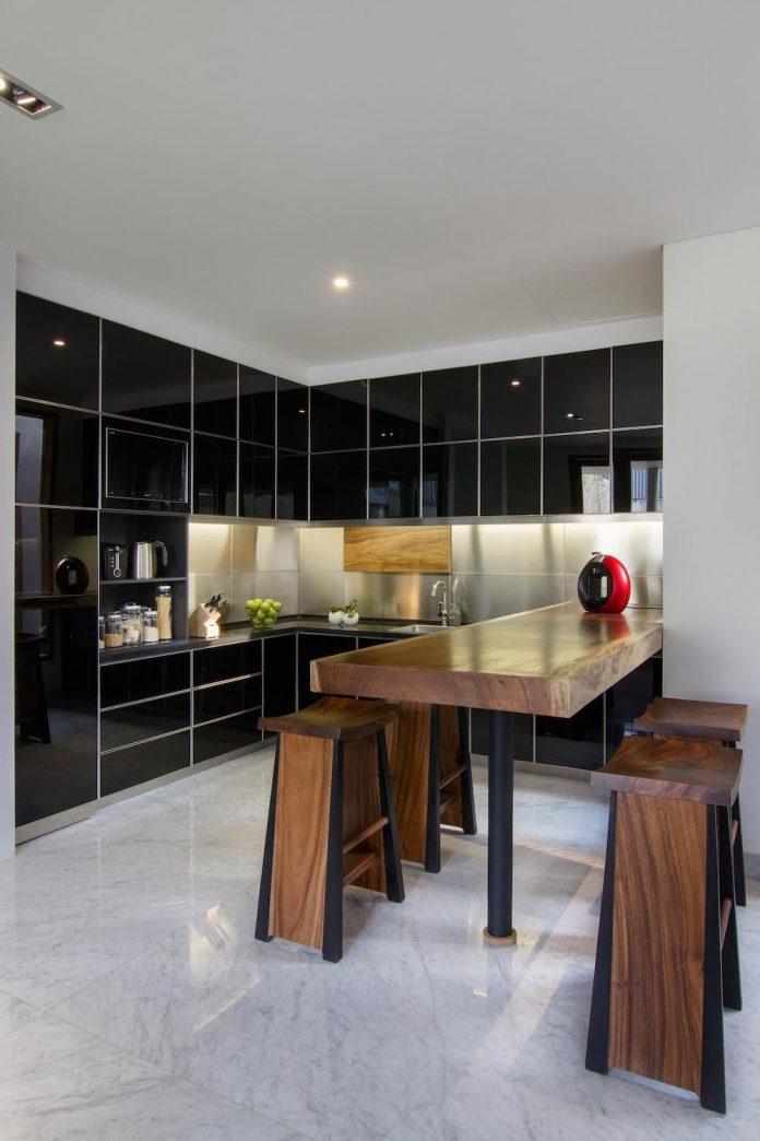 prv-a131-modern-contemporary-house-long-east-facing-land-parcel-e-re-studio-03