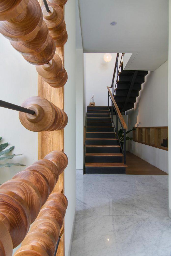prv-a131-modern-contemporary-house-long-east-facing-land-parcel-e-re-studio-05