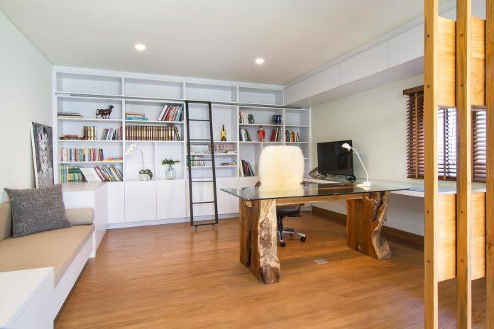 prv-a131-modern-contemporary-house-long-east-facing-land-parcel-e-re-studio-06