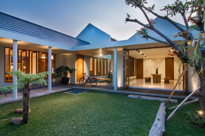 prv-a131-modern-contemporary-house-long-east-facing-land-parcel-e-re-studio-10