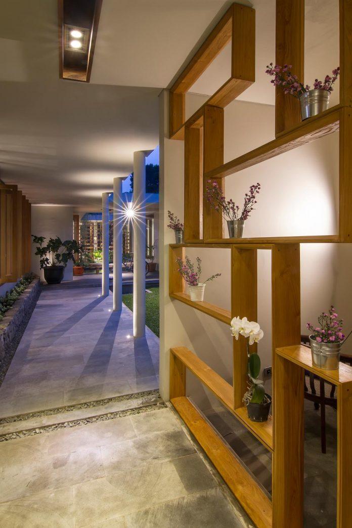 prv-a131-modern-contemporary-house-long-east-facing-land-parcel-e-re-studio-11
