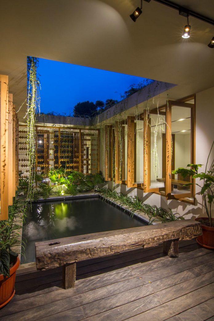 prv-a131-modern-contemporary-house-long-east-facing-land-parcel-e-re-studio-12