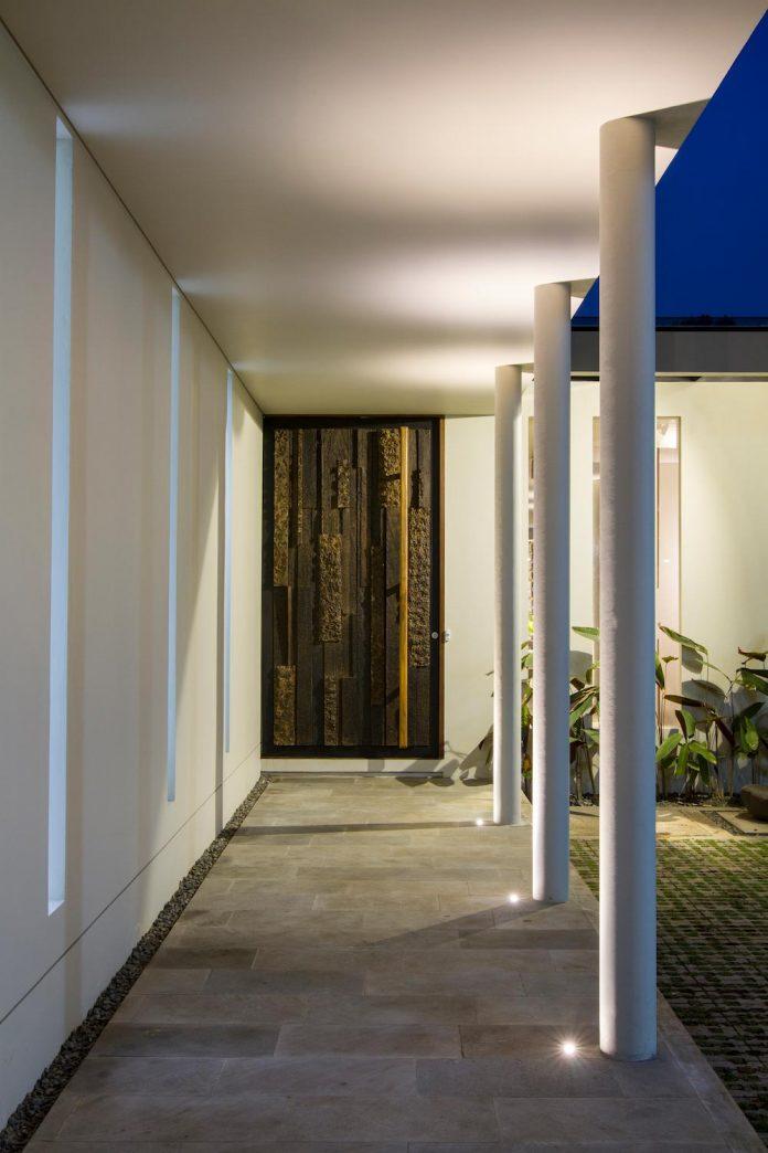 prv-a131-modern-contemporary-house-long-east-facing-land-parcel-e-re-studio-14