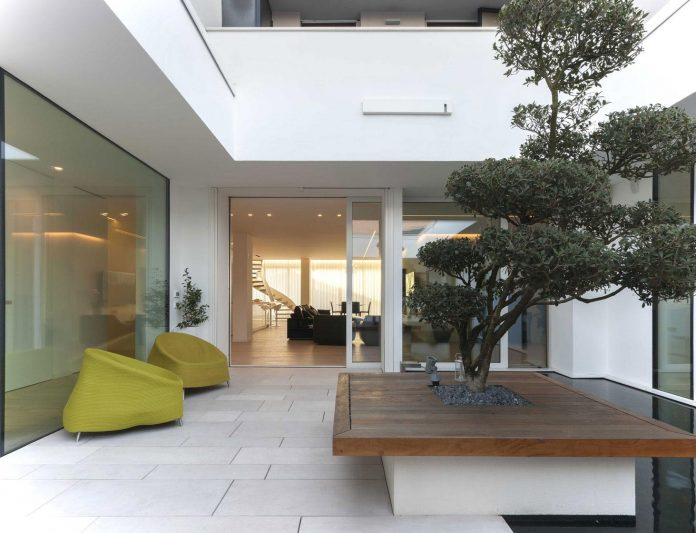 renovation-expansion-house-light-porto-viro-italy-davide-ferro-01